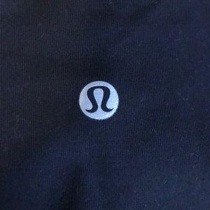ONLY WORN ONCE - NO PULLS LULULEMON
